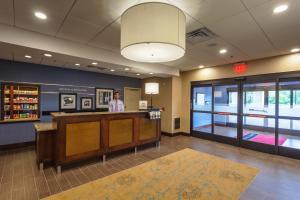 The lobby or reception area at Hampton Inn & Suites Philadelphia/Bensalem