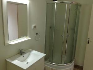 Salle de bains dans l'établissement Residence Sandervalia