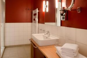 A bathroom at Dorfhotel Boltenhagen