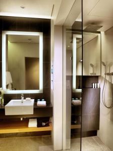 Ein Badezimmer in der Unterkunft One Farrer Hotel (SG Clean, Staycation Approved)