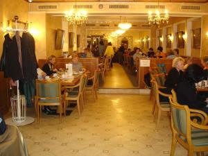 A restaurant or other place to eat at Hotel Graupner