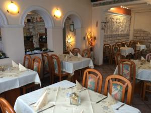 A restaurant or other place to eat at Restaurant-Hotel Dimitra