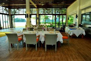Een restaurant of ander eetgelegenheid bij Tanjung Rhu Resort
