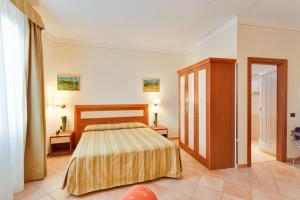 Hotel Mia Cara tesisinde bir odada yatak veya yataklar