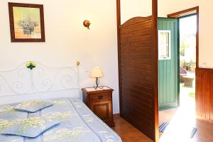 A bed or beds in a room at Monte dos Avós