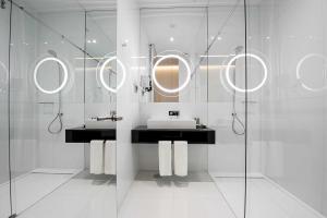 A bathroom at BessaHotel Liberdade