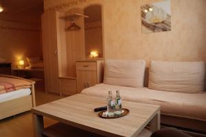 Ein Sitzbereich in der Unterkunft Pension Hühn