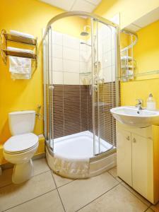 A bathroom at Hotel Max