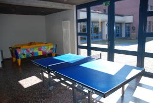 Ping-pong facilities at Zurich Youth Hostel or nearby