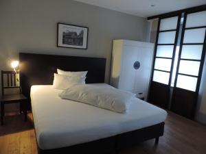 Ein Bett oder Betten in einem Zimmer der Unterkunft Hotel zur Amtspforte