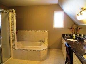 Ванная комната в Wild Rose Bed & Breakfast