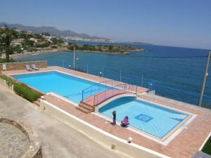 A view of the pool at Poppy Villas or nearby