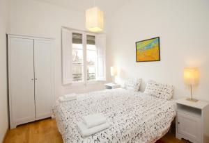 A bed or beds in a room at Gaudi Sagrada Familia