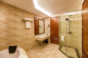 Phòng tắm tại Muong Thanh Grand Bac Giang Hotel