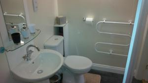 A bathroom at The Old Royal George Inn