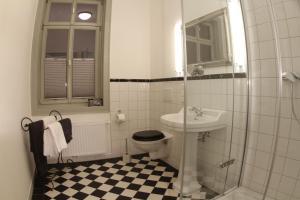 A bathroom at Hotel Villa Victoria