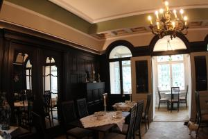 A restaurant or other place to eat at Hotel Villa Victoria