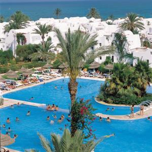 Uitzicht op het zwembad bij Seabel Aladin Djerba of in de buurt