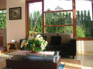 A seating area at Villa Sophia Cimacan Puncak