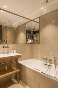 A bathroom at Millésime Hôtel