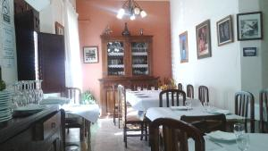 A restaurant or other place to eat at Posada Maruja