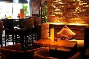 The lounge or bar area at Mondo Hotel
