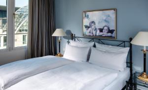 Ein Bett oder Betten in einem Zimmer der Unterkunft Hotel Elbflorenz Dresden