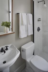 Ett badrum på Hotel G San Francisco