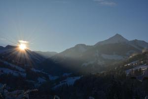 Vispārējs skats uz kalnu vai skats uz kalnu no dzīvokļa