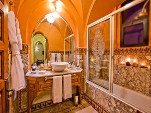 A bathroom at Hotel Lawrence d'Arabie