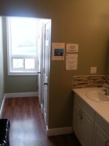 A bathroom at Hostelling International Niagara Falls