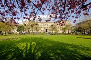 A garden outside Kimpton - Blythswood Square Hotel, an IHG Hotel
