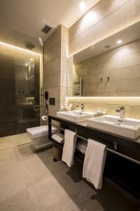 A bathroom at Vincci Mercat