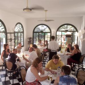 A restaurant or other place to eat at Hotel Bahia