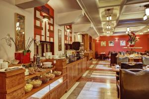 A restaurant or other place to eat at Majestic Plaza Hotel Prague