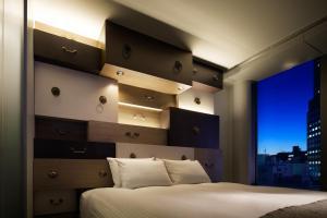 Tempat tidur dalam kamar di Shibuya Granbell Hotel