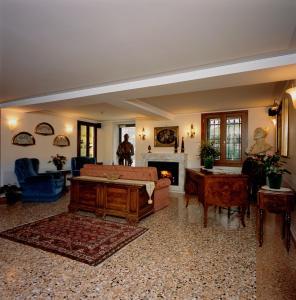 The lobby or reception area at UNAHOTELS Ala Venezia
