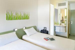 A bed or beds in a room at ibis Budget Essen Nord