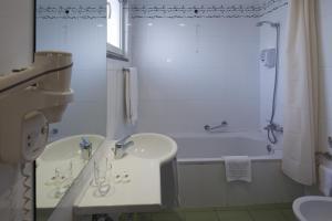 A bathroom at Hotel Orquidea