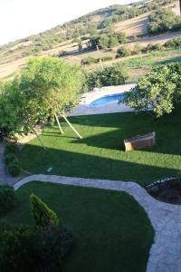 Un jardín fuera de Masia Cal Mas