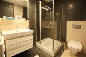 Ein Badezimmer in der Unterkunft Hotel Dolphin