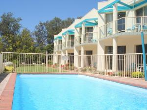 The swimming pool at or near Bayview Apartments