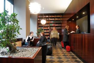 Lobby/Rezeption in der Unterkunft Aparthotel am Zwinger