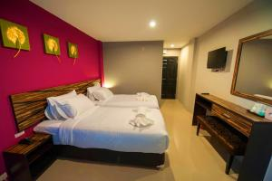 A bed or beds in a room at Dwella Suvarnabhumi