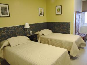 Cama o camas de una habitación en Hostal Vintage Santander