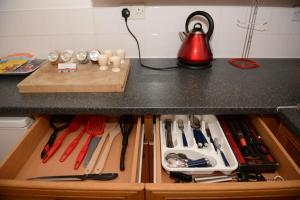 A kitchen or kitchenette at Apartments Wales