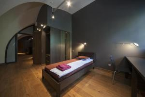 A bed or beds in a room at Daugavpils Mark Rothko Art Center residences