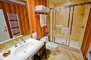 A bathroom at Terelj Hotel & Spa