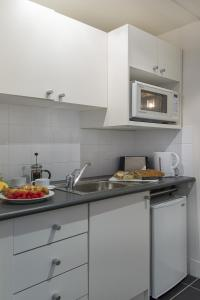 A kitchen or kitchenette at Macleay Hotel