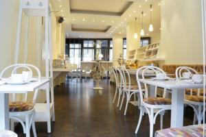 A restaurant or other place to eat at HSH Hotel Apartments Mitte